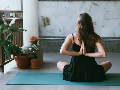 1 Month Slim-Fit Yoga and Guided Meditation | Daily online yoga classes