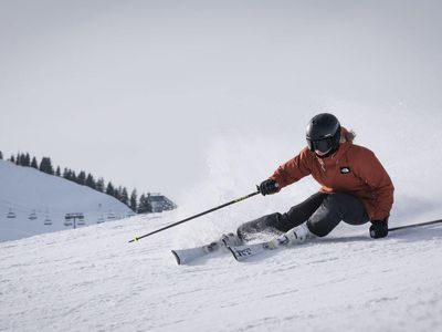 Skiing in Gulmarg| Basic Skiing Course by BWT Experiences