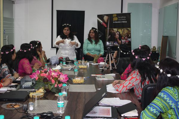 A session on perfecting the Glossy Make-up Look   Beauty Experiences by BWT