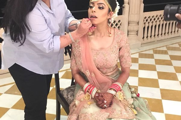 Join a masterclass on Bridal Make-up looks   Beauty Experiences by BWT