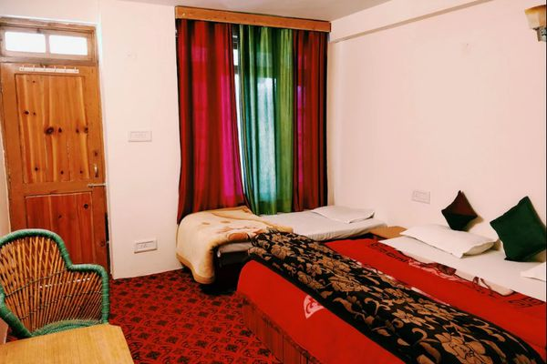 Work from Madpackers Manali, best and cheapest hostel in Manali